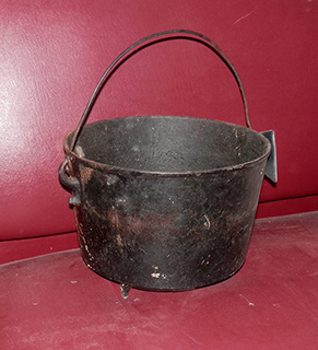 cast iron Camp Soup Pot handle