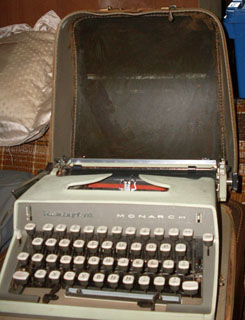 How to Succeed in Business Typewriter - Remington Monarch, Zipper Case