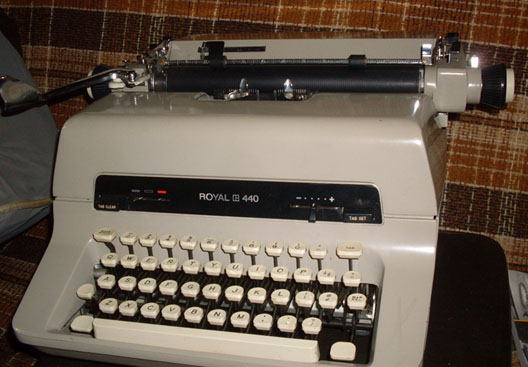 typewriter manual royal 440 1960s