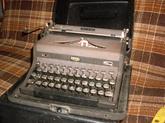 Royal Quiet Deluxe typewriter portable manual 1940s