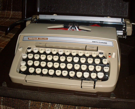 typewriter smith corone deville deluxe 1980