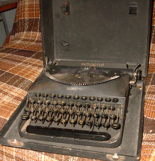 Remington Remette typewriter black portable manual 1940s