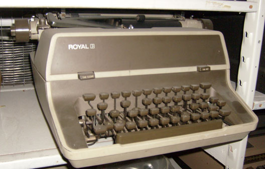 Royal - Electric - 2 tone brown on brown - 1960's to 1970's typewriter
