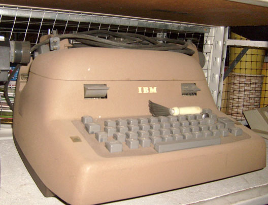 IBM - Electric - early electric model - office brown - 1950's