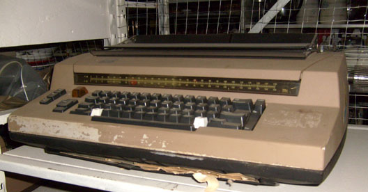 IBM electric model just before Selectric office brown 1960s to 1970s typewriter