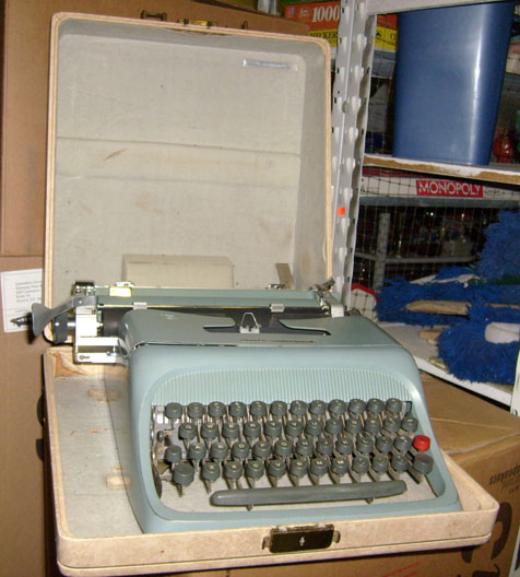 Olivetti Underwood - Portable Manual, Light Blue, 1960s-1970s typewriter