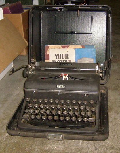 royal deluxe portable manual typewriter black dark gray 1950s to 1960s