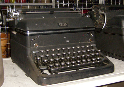 Royal Manual dark grey - 1930's to 1940's typewriter