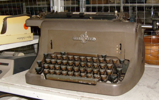 Underwood Manual brown - 1930's to 1940's typewriter
