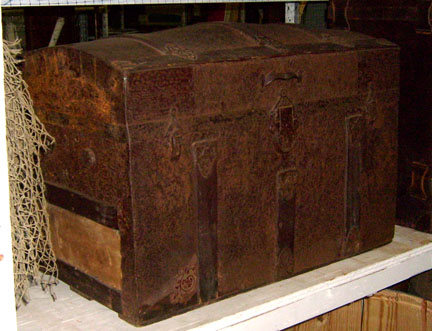 treasure chest wood trunk